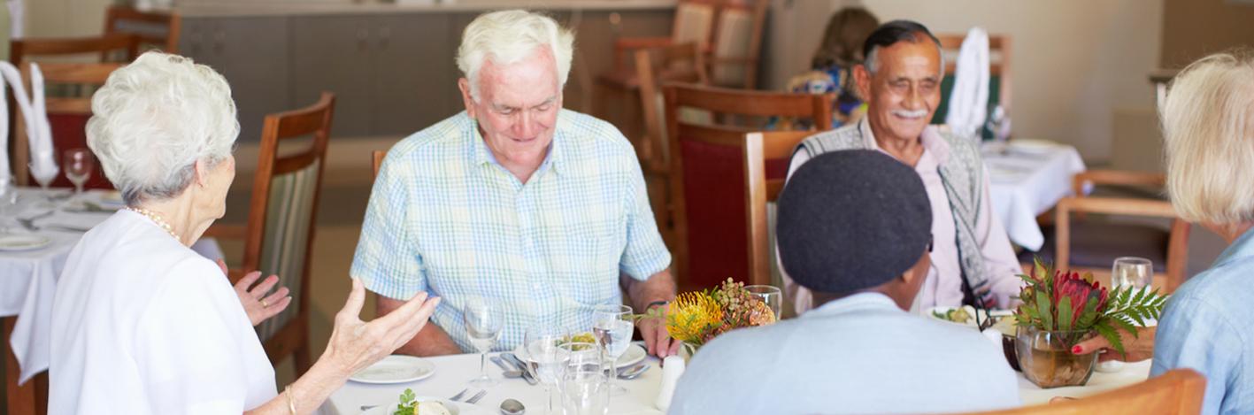 Enjoying-a-group-lunch-date